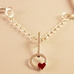 Collar con colgante circulo y corazón
